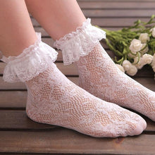 Load image into Gallery viewer, Floral Short Ankle Fishnet Socks
