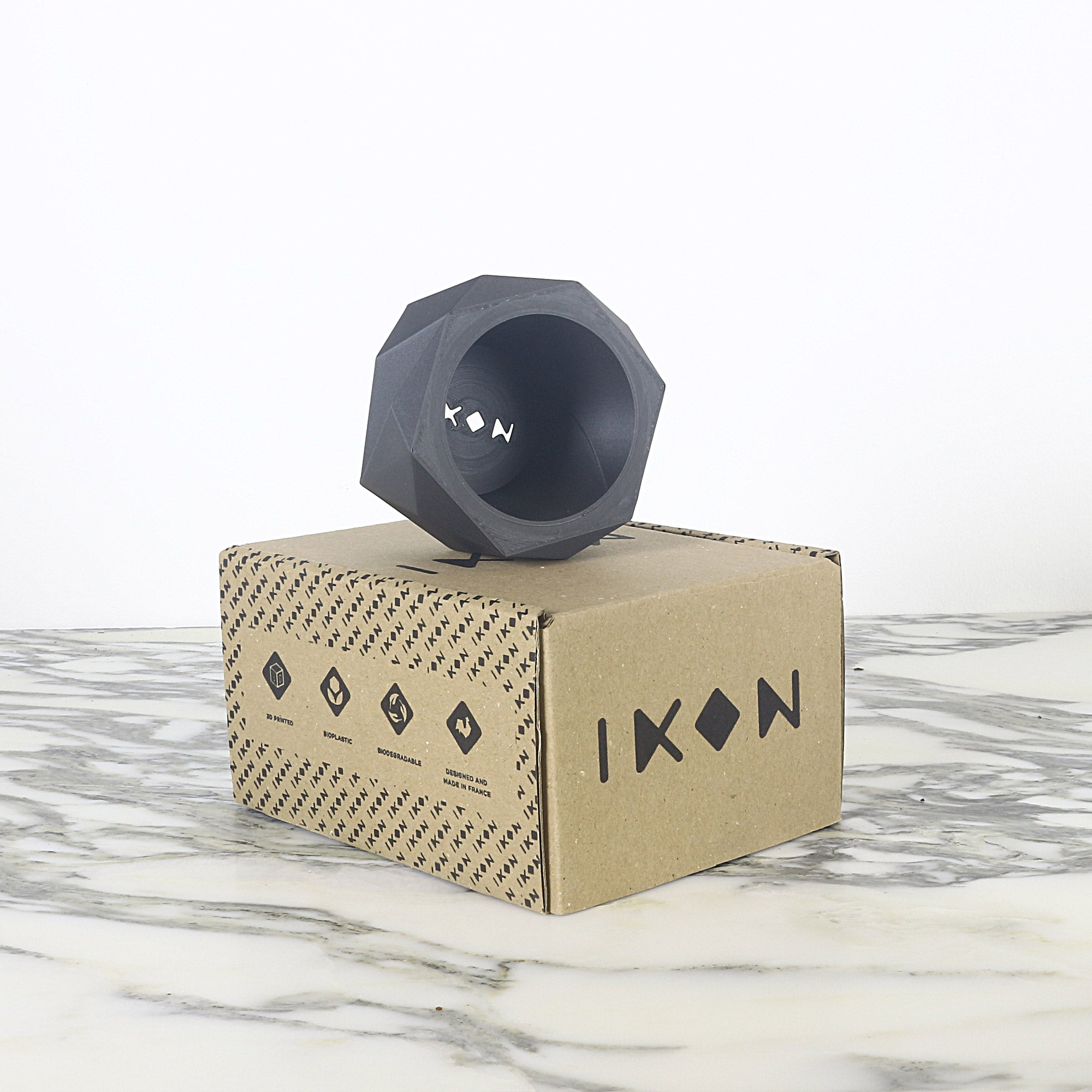 Matte Black Planter ° KAKI °