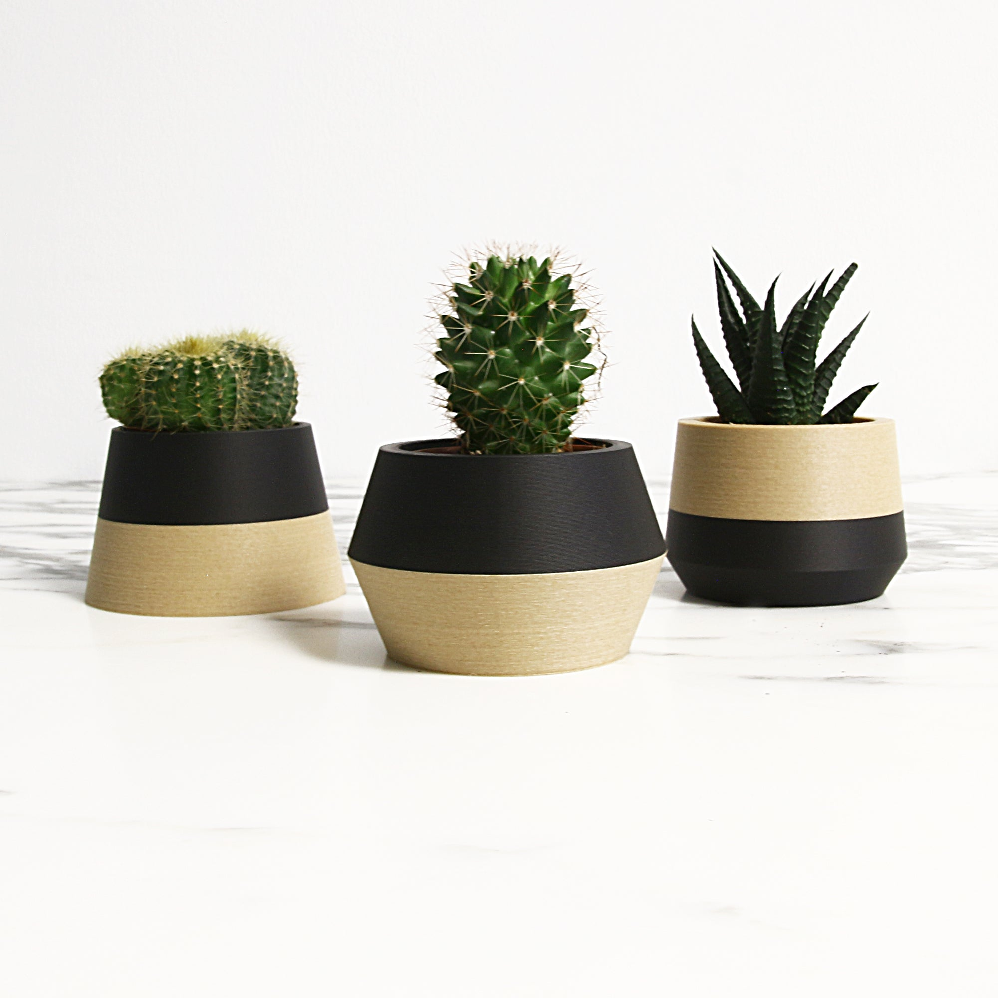 Set of 3 Planters ° Z3KO ° . Matte Black / Wood