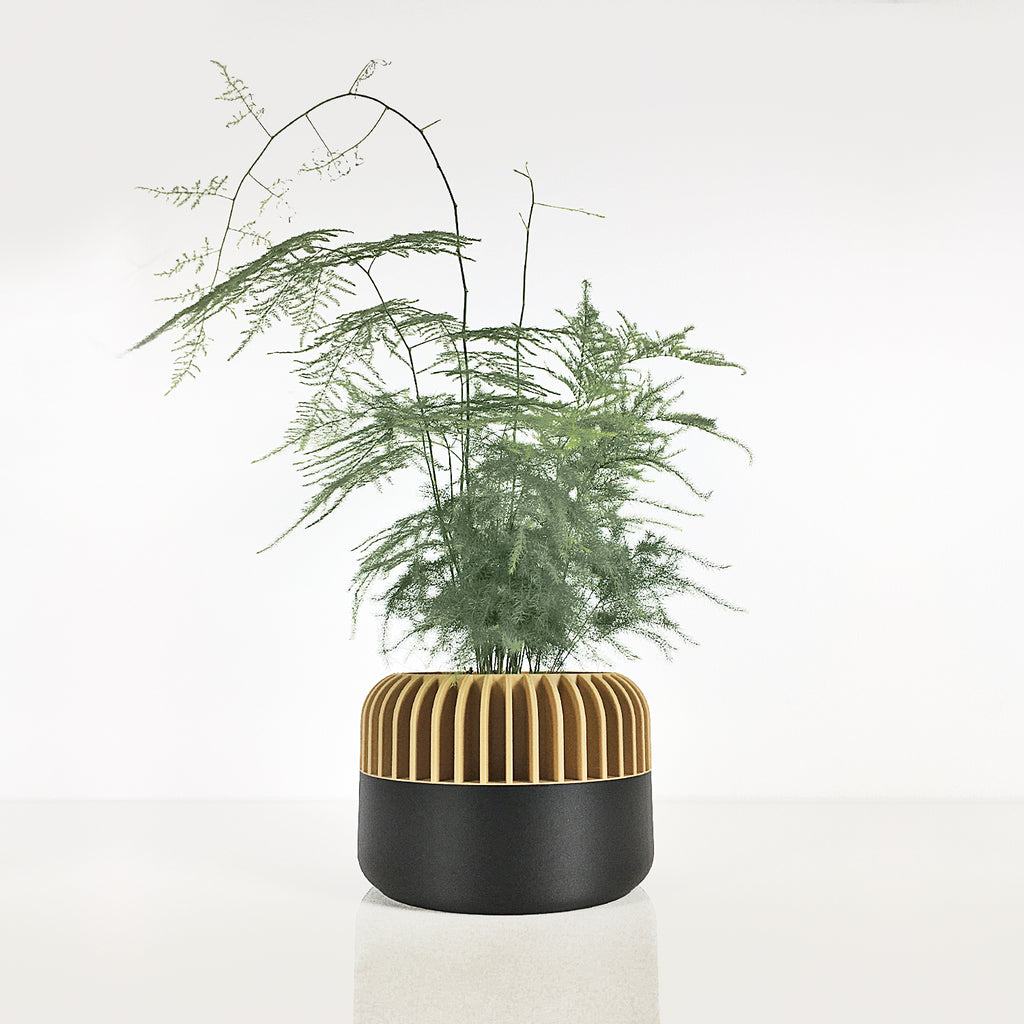 Big Planter ° OBUU ° . Matte Black & Wood