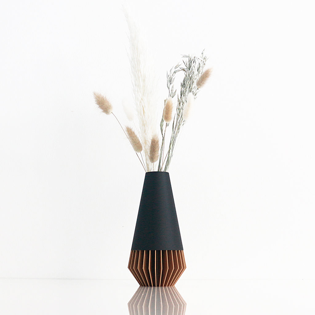 VASE ° SUNA ° Wood / Matte Black