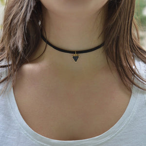 collier ras de cou triangles