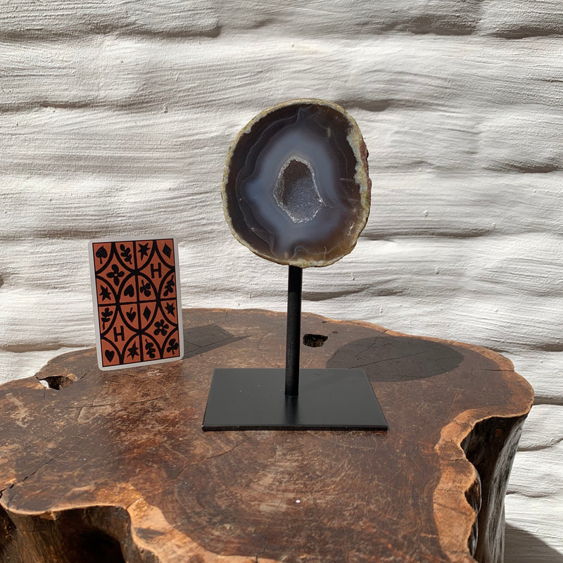 Agate geode M on iron stand