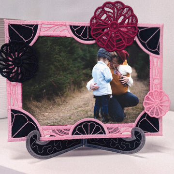 Sunday Morning Sewcial: Free-Standing Quilted Picture Frames