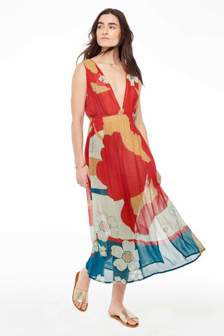 A Peace Treaty Spring 2018 Mira Dress. Midi length silhouette with a plunging neckline, elastic waistband and side slits. Deep-V oversized floral gathered dress in crimson, sand, dark teal and sage featuring double back tie. Multicolored midi dress. Lined. Made in India. XS/S measures 46 inches from shoulder to hem. Color Red. 100% viscose georgette. Sizes XS/S M/L.