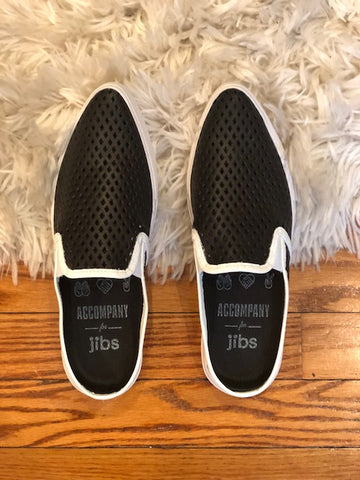 Accompany Exclusive JIBSlife Contrast Slim Leather Mule. Perforated leather slip on mule with rubber sole. Modern colorblock contrast colors. Handmade in Brazil. Color black white. Genuine leather, fully perforated upper. Breathable featuring a washable memory foam insole. Lightweight with a recycled PVC sole. Sizes 6 7 8 9 10.