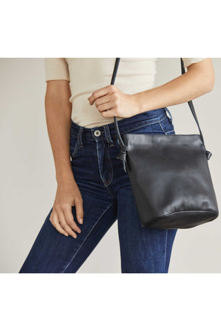 Nisolo Fall 2018 Dalia Purse in Black. The perfect just the right size bag. Leather cross body bag with zip top closure. Cotton twill lining with interior slip pocket. Zip closure. 9.25 inches by 10 inches. 18.5 inch strap drop. Color black. 100% leather. One size.