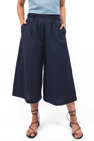 Par en Par Tie Waist Culotte in Black. Comfortable tie-waist culottes finished with an easy elastic waist and organic handwoven cotton from India. Features self tie belt. Color black. 100% handwoven cotton. Sizes x-small small medium large.