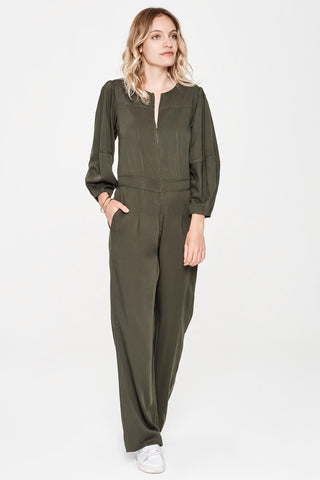 Sitting Pretty Fall 2018 Lila Panelled Jumpsuit in Hunter. Flared leg jumpsuit featuring cropped tapered sleeves and a slight drop waist. Round neckline with front and back yoke. Front zip closure. Gathered shoulder with wide cuff. Slant pockets. Regular fit. Made in South Africa. Color green. 100% rayon twill. Sizes small medium large.