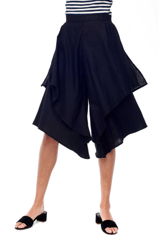Sitting Pretty Spring 2018 Emma Pant in Black. Tiered Wide Leg Pant with hidden side pockets. Waistband with back zipper closure. Fitted at waist. mall measures 31.5 inches from waist to hem. Color Black. 100% rayon linen. Sizes Small Medium Large.