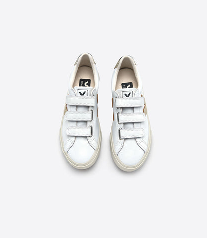 Extra White & Gold Velcro 3-Lock Leather Sneaker by Veja Spring 2018. Launched in 2011, the ESPLAR* trainers have been named after the Brazilian NGO which brings technical support to the organic cotton farming families Veja works with in North Brazil since 2004. Upper in leather. Leather sections. Logo V in leather. Lining in organic cotton. Sole made of wild rubber from the Amazonian forest. Size 37 38 39 40 41.