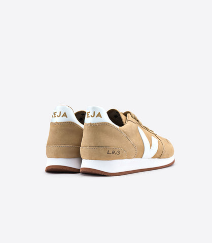 Holiday Bastille Desert Nubuck Sneaker by Veja Spring 2018. Holiday Bastille Desert Nubuck Sneaker by Veja. Upper in nubuck tanned with vachellia. Leather and nubuck sections with leather lining. Logo V made out of wild rubber. Inner sole made out of organic cotton and expanded PU. Sole made of wild rubber from the amazonian forest. Size 37 38 39 40 41.