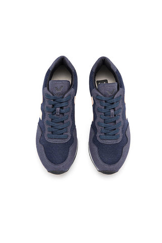 Veja Fall 2018 Santos Dumont B-Mesh Sneaker in Nautico Petale. Upper in B-Mesh, with panels made from vegan suede. Logo V made from rubber. Lining and insole made from recycled polyester jersey. Sole made of EVA and wild rubber from the Amazonian forest. Made in Brazil in the region of Porto Alegre. Color navy. 100% leather. Sizes 36 37 38 39 40 41.