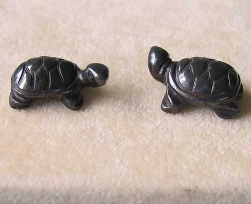 2 Charming Hand Carved Hematite Turtle Beads | 21.5x13.5x8.5mm | Silver black - PremiumBead
