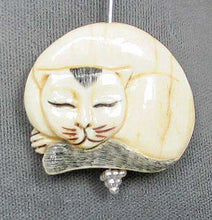 Load image into Gallery viewer, Schimshawed Kitty Cat Carved Waterbuffalo Bone Focal Bead 4115H | 30x33x5.5mm | Cream, Black and Red - PremiumBead