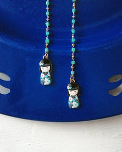Tokio: necklace and glasses chain with blue beads and kokeshi