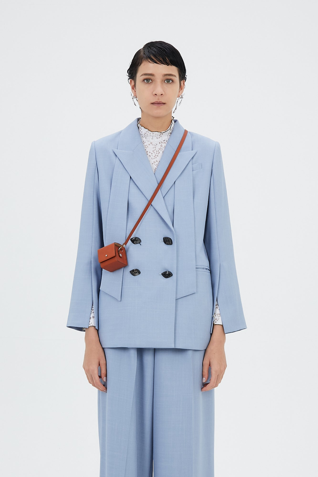 Long lapel slit sleeve jacket (Light blue)