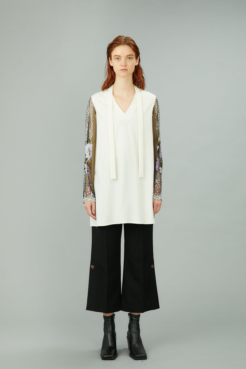 hem slit trousers with antique shell buttons (black)