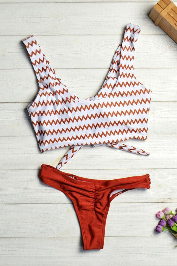 ZIGZAG PRINTED KNOTTED FRONT CROP BIKINI - TWO PIECE SWIMSUIT