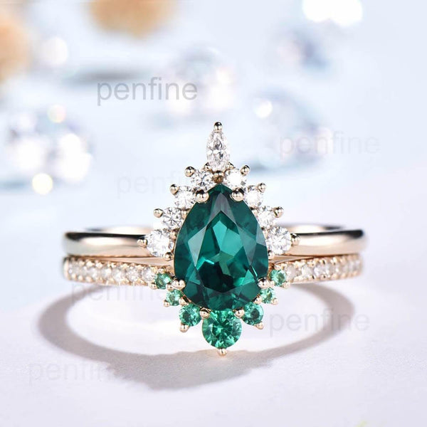 Vintage Pear Aria Emerald Wedding Set Curved Emerald Band 2pcs - PENFINE