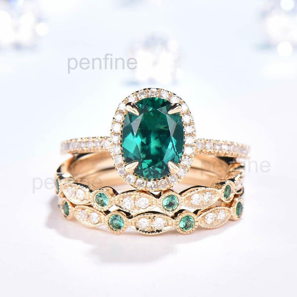Oval Cut Emerald Engagemnt Ring Set