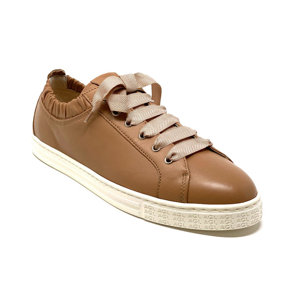 D9360 Low Top Sneaker