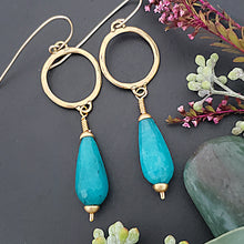 Load image into Gallery viewer, Dangling Blue Crystal Earrings