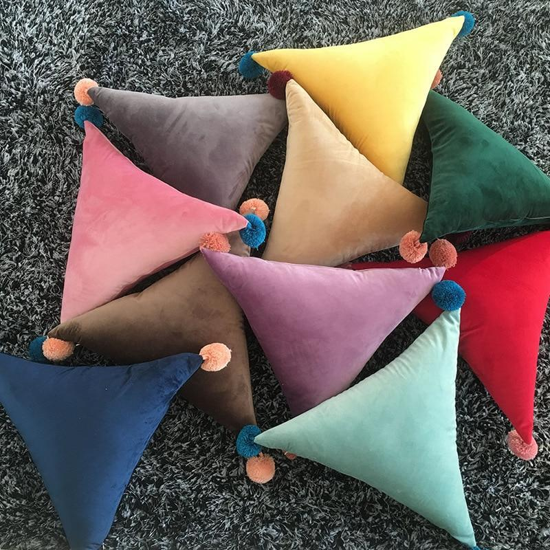 Coussin Triangle Pompons (insert inclus)