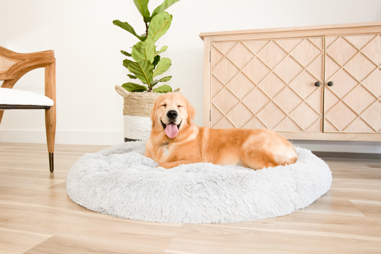 Anti-Anxiety Calming Dog Bed Comfy Vegan Fur Donut Cuddler Pet Bed