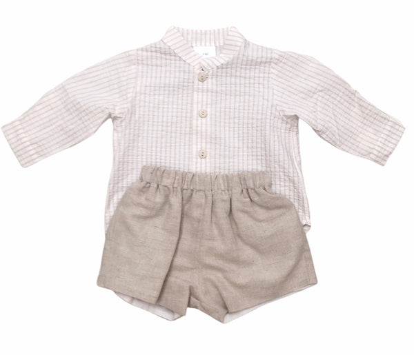 Linen shorts set in sand