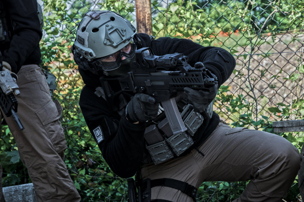GSG-9 Special Forces Helmet and G36