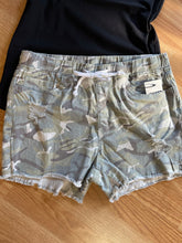 Load image into Gallery viewer, Ymi camo jogger shorts