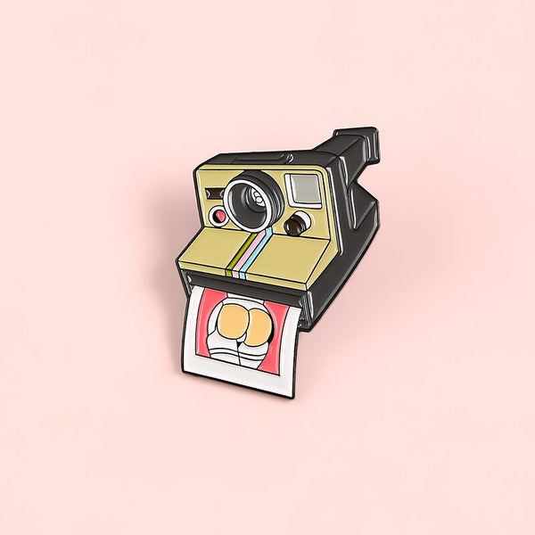 QIHE JEWELRY Photo Camera Pins Busty hip Enamel Pins Metal Brooches Badges Denim Clothes Photographers Women Pins Fashion Gifts