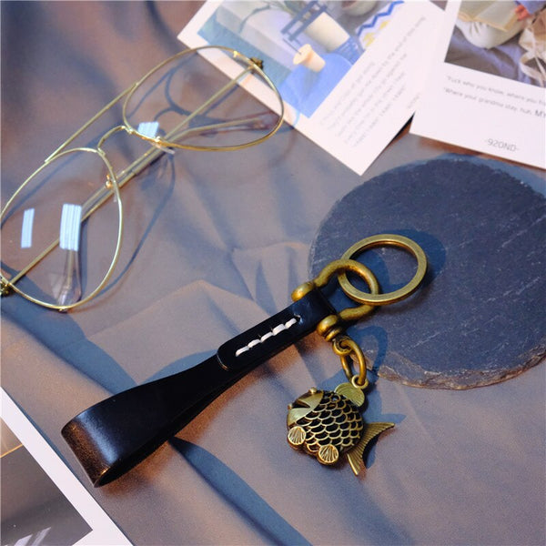 ZG 2019 Vintage Leather Keychain Alloy Fish Pendant Keychain Car Horseshoe Buckle Gift