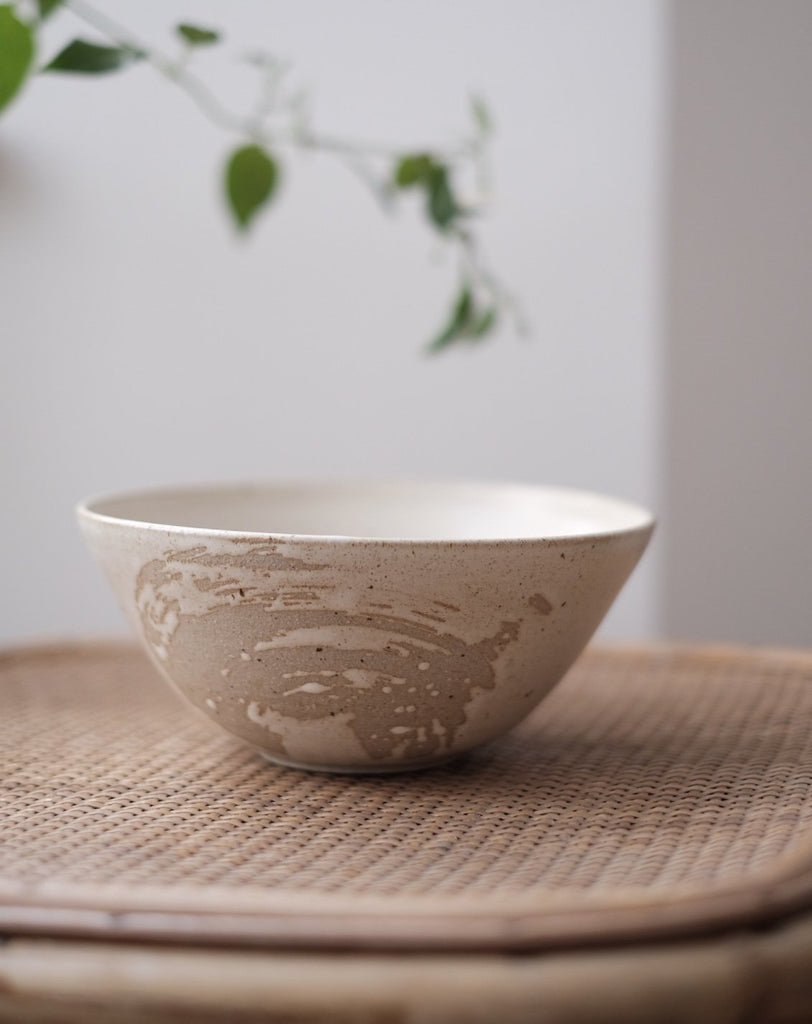 white ceramic ramen bowl glazed with satin finish and a brush stroke effect