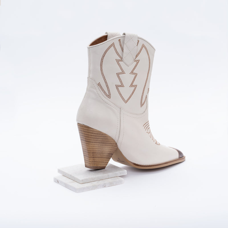 Offwhite leather cowboy boot - Margot