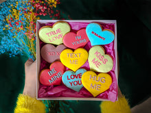 "Load image into Gallery viewer, Ginger cookies gift box ""LOVE"""