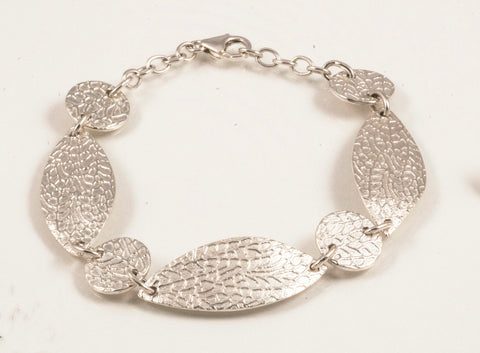 Slender leaf bracelet in sterling silver
