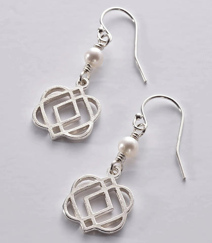 ONS 5 SS: Silver 'ONENESS' drop earrings with freshwater pearl (wholesale)