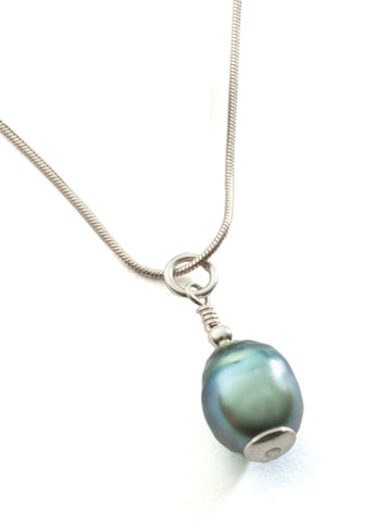Tahiti Pearl teardrop pendant with sterling silver