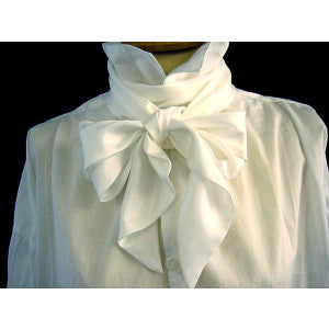 White Early C19th Silk Bow Tie (CR561)