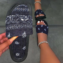 Load image into Gallery viewer, Women's Comfy Bandana Slip-On