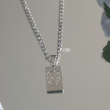 Load image into Gallery viewer, LION ENGRAVED NECKLACE