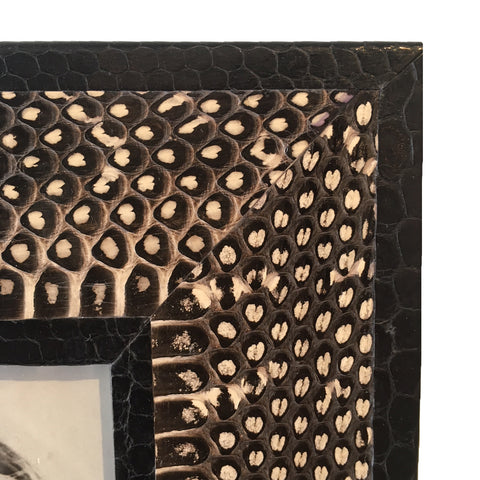 Nisi B - 5 x 7 Black and White Dot Snake Frame