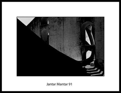Jantar Mantar 91 by Simon Chaput