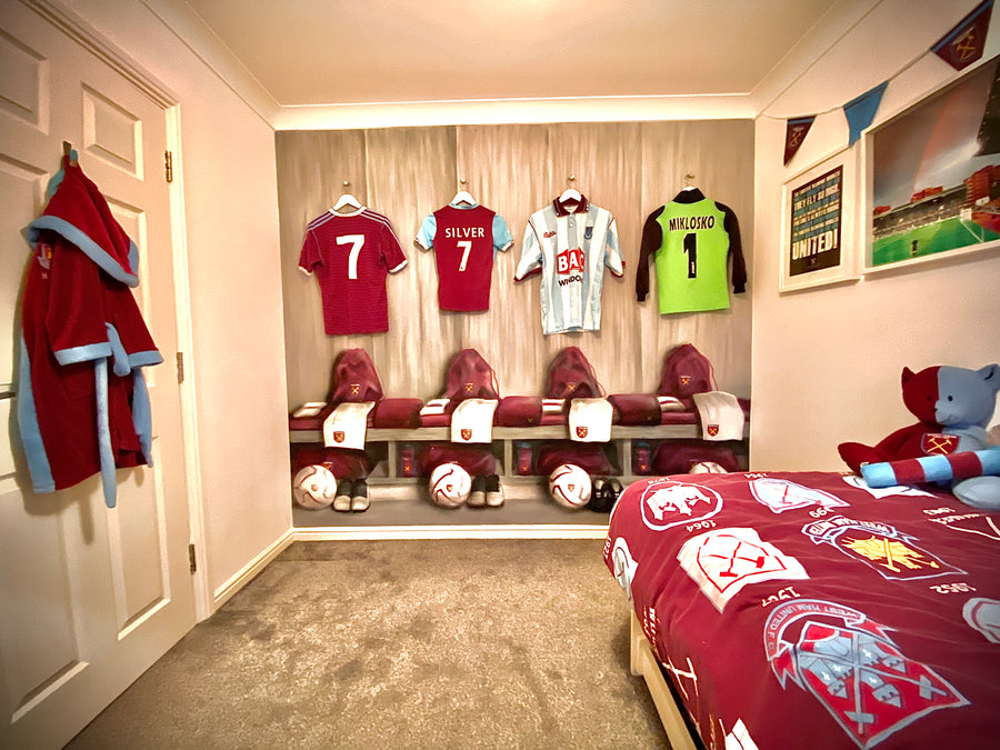 THE WEST HAM UNITED FC CHANGING ROOM