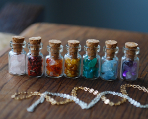 7 Chakra Bottles filled with Small Crystals - Chakra Healing Store