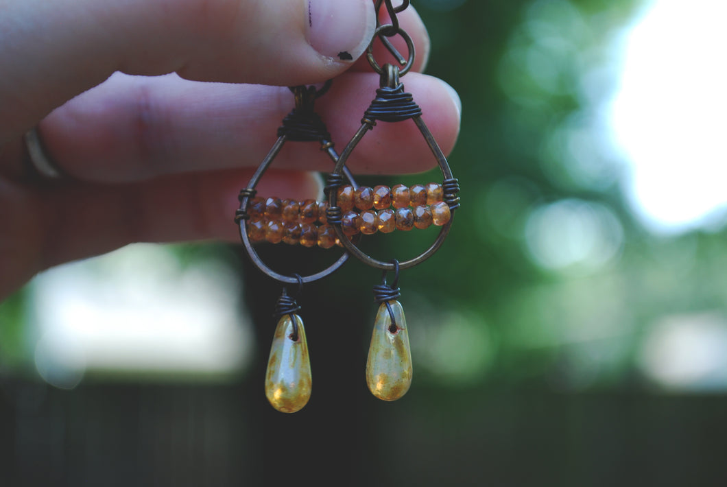 Woven dangle earrings, peach honey & mottled caramel czech glass