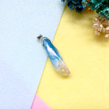 Load image into Gallery viewer, Beach Paradise Quartz Resin Pendant