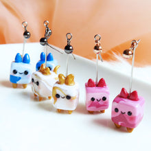 Load image into Gallery viewer, Kitty Present Earrings